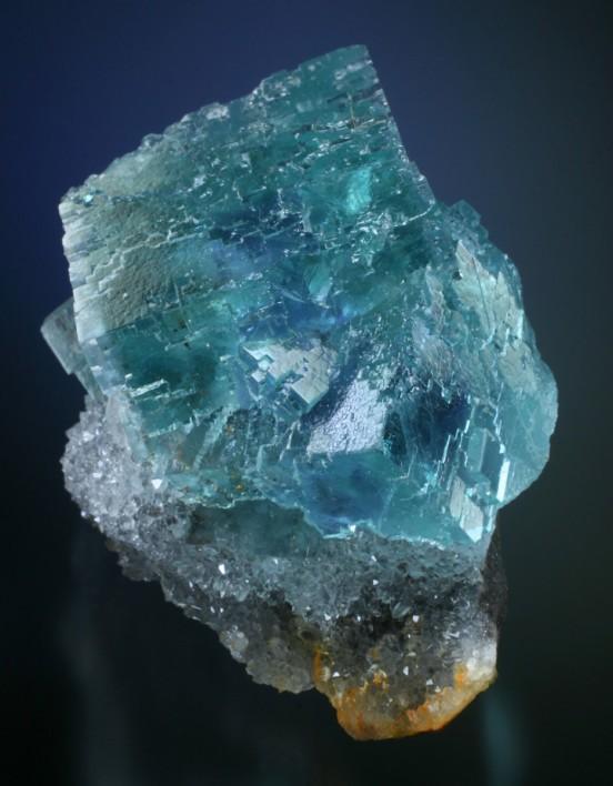 Fine minerals blue fluorite